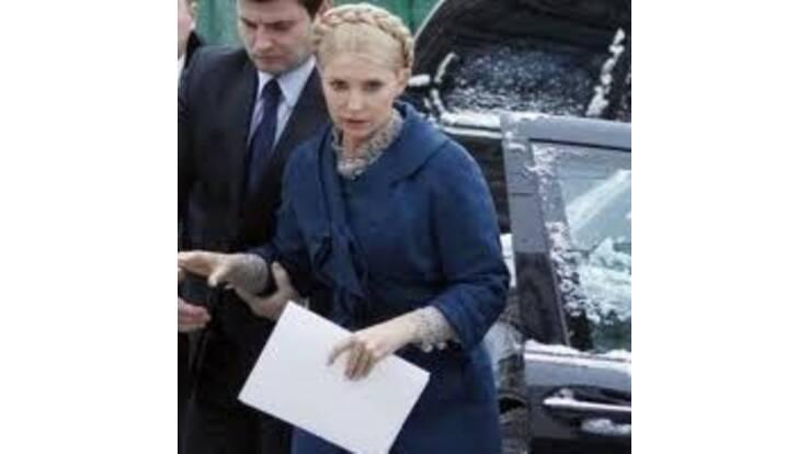 """Генпрокуратура """"оформила"""" Тимошенко обвинувачення і підписку про невиїзд"""