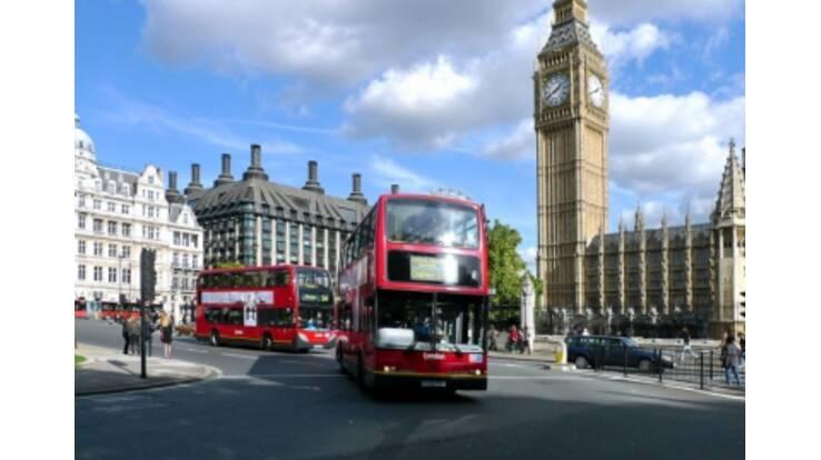 Великобритания будет выдавать украинцам больше виз