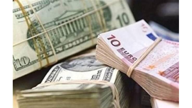 Население начало массово сдавать валюту