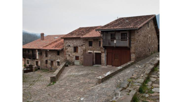 Иностранцы массово скупают заброшенные деревни Испании