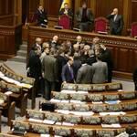 Опозиціонери знову покинули парламент