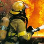 З палаючого будинку в Маріуполі евакуювали 70 жильців. Є жертви
