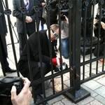 Депутати-опозиціонери спиляли болгаркою паркан біля ВР