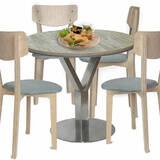 В продаже качественный обеденный стол