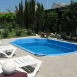 Купити недорого скловолоконні (композитні) басейни можна у нас!