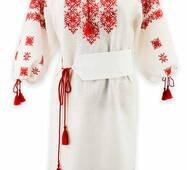 Белое льняное платье с яркой игривой вышивкой
