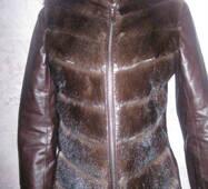Жіноча куртка з відшмаганими   рукавами