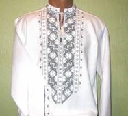 Чоловіча вишиванка з чорно-білим орнаментом