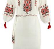 Женское вышитое платье в традиционных цветах
