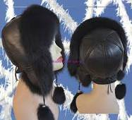 11. Хутряна шапка вушанка з балабонами (чорна)