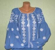 вишиванка з широким рукавом на голубому льоні ручної роботи