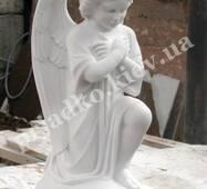 Скульптура мармурового янгола