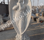 Мраморный ангел на кладбище