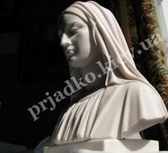 Бюст Божої Матері з мармуру
