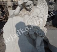 Скульптура зажуреного янгола для пам'ятника