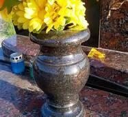Гранитная ваза классическая 20 см