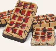 """Вафли мягкие сдобные """"Европейские-модерн"""", декорированные кондитерской глазурью, с желейной начинкой со вкусом клубники"""