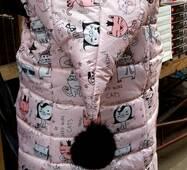 Стильна жилетка для дівчинки з бубоном