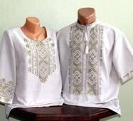Парные вышитые рубашки на сером полотне с вышивкой оливкового цвета. Ручная работа