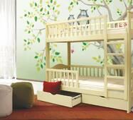 Дерев'яне двоярусне ліжко в дитячу кімнату