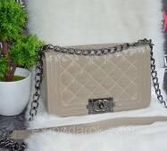 Стильна сумка Шанель лакова.