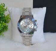 Часы Rolex серебристые.