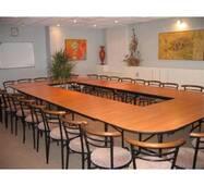 Доладні столи для конференц-залу. Зовнішні габарити конфігурації : 4510 х 2710 х 750 мм Кількість посадочних місць 14.