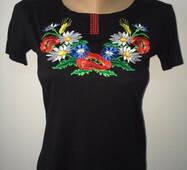 Модна жіноча футболка з українською вишивкою