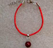 Червона нитка оберіг натуральний камінь Корал 10 мм