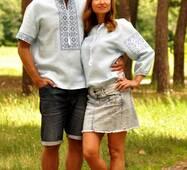 Комплект вишиванок - чоловіча сорочка і жіноча блуза ніжно-блакитного кольору