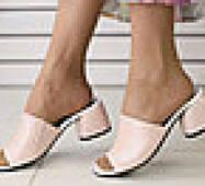 Женские сабо на каблуке, пудра кожа