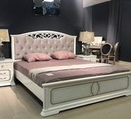 Класичне ліжко Барса з масиву дерева