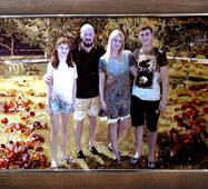 Красивый семейный портрет из янтаря