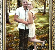 Красивый портрет из янтаря по фото