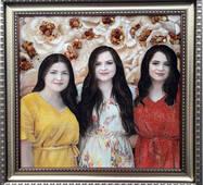 Портрет сестер (3 образы)  из янтаря