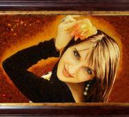 Подарочный портрет из янтаря