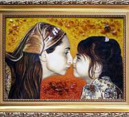 Потрет матери и ребенка из янтаря