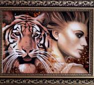 "Картина из янтаря ""Тигр и женщина"" 30х40 см"