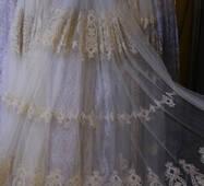 Тюль корона с золотой кордовой вышивкой в четыре ряда