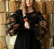 Чорна вишита сукня