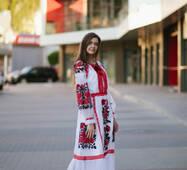 Неймовірна вишита сукня