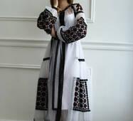 Вечірня вишита сукня