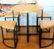 Комплект барной меблів - Кавовий стіл з табуретами