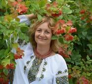 жіноча вишиванка із зеленою вишивкою