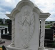 Барельеф из гранита на надгробной плите