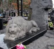 Скульптура з граніту, лев