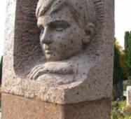 Ритуальная скульптура из красного гранита