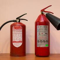 Порошковый и углекислотный огнетушитель