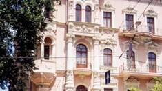 Готель «Красная». Реставрація за листівками?
