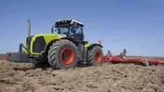 Трактор CLAAS: «права рука» в роботі розумного фермера